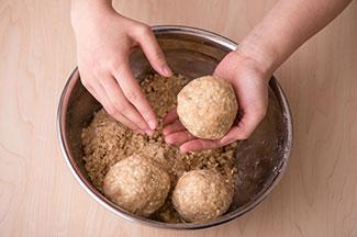 Kit Oisix「季節の手仕事を楽しむ!手作り味噌」(味噌樽つきイメージ)