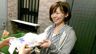 宅配時にもペットボトルやお届け用ポリ袋、牛乳パックなどを回収している