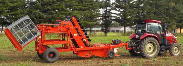 加工業務用かぼちゃ収穫機「KYP900」
