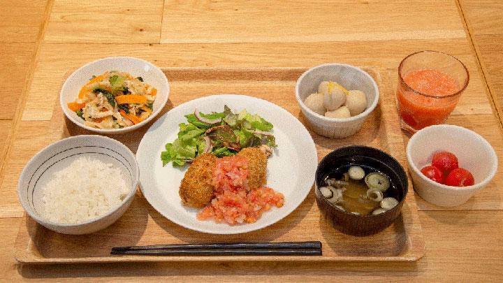 「焼きスコッチエッグのフレッシュトマトソース~熊本県産トマトのスペシャル野菜ジュース付き~」