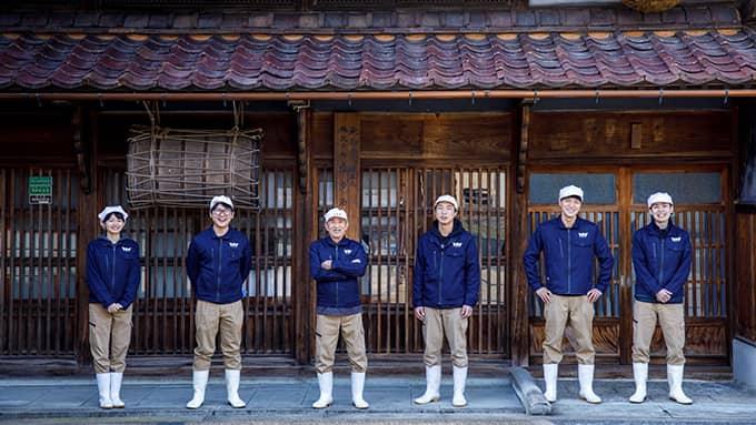 若手杜氏と顧問杜氏の中さん(左から3人目)