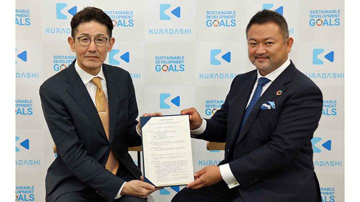 連携協定を結んだ西武信用金庫の長澤貴淑常務理事(左)とクラダシの関藤竜也社長