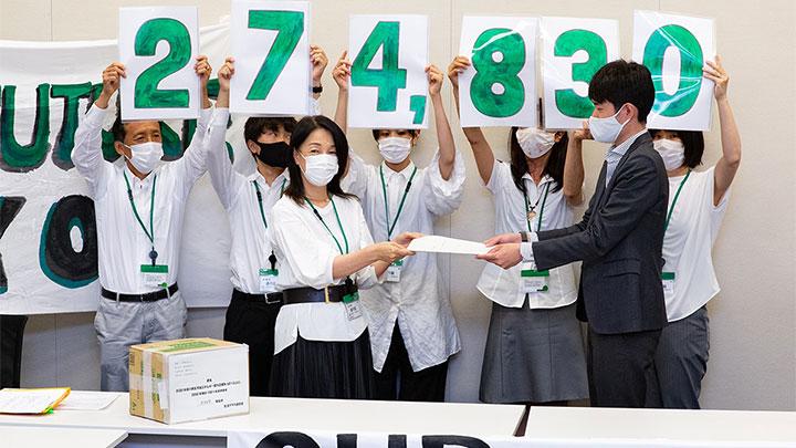 再エネルギー100%を求める27万4830筆の署名を提出