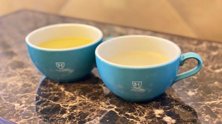 ザ ロイヤルパークキャンバスで提供されるコーンスープとオニオンスープ