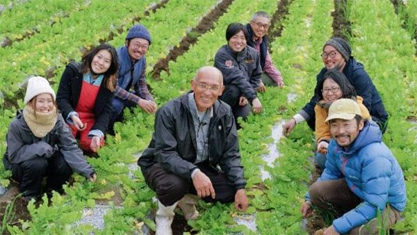 川越氏(中央)と勉強会に参加した農家