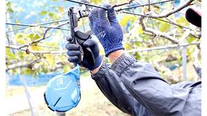 農業資材EXPO 梨やブドウの誘引作業を省力化「強保持力テープナー」展示 マックス