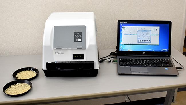 「RN‐700」(左)、専用のPCソフトウェアでデータを視覚化(右)