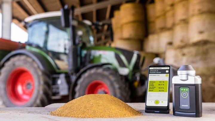 モバイル型近赤外分光ソリューションを家畜飼料業界に導入 BASFとtrinamiX