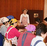JA秋田しんせい女性大学の講座で講師を務める渡辺さん