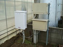この制御盤にセンサーのデータが集められ、クラウドサーバーにデータが送られる。