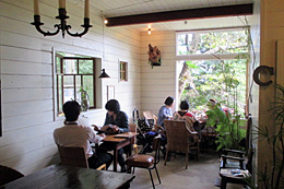移住者が営業しているレストラン『亜細亜食堂cago』