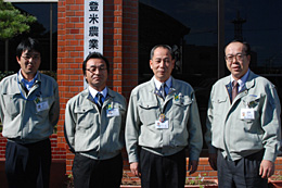 JAみやぎ登米の佐々木謙・営農経済部長(右から2人目)ら