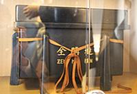 ACAの会長室にはJA全農が全購連時代に贈った記念品が飾られている