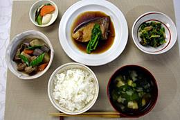 「一汁三菜」=和食の基本的な献立だが、基本はご飯を中心に身近にある季節の食材を食べることにある。(農林水産省提供)