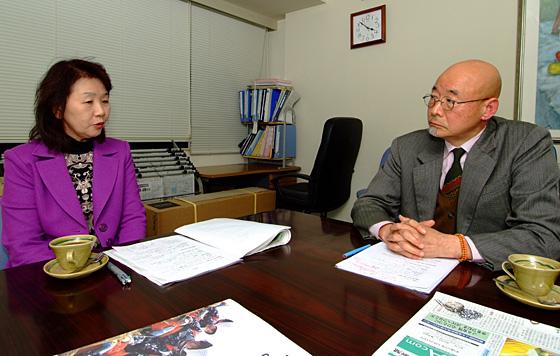 対談では「女性の力をどう引き出すかがJAの大きな役割だ」との意見が出された。(左から)高橋テツさん、大金義昭氏