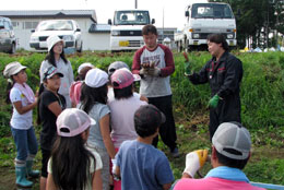 JAびほろ青年部の地元の小学校での「食育」授業風景