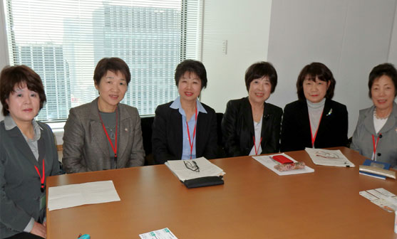意見交換するJA常勤役員(右から栗原さん、齋藤さん、藤川さん、前田さん、吉田さん、佐々木さん)