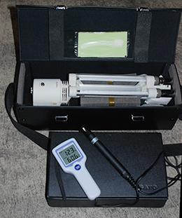 精度確認に使用されている温湿度計